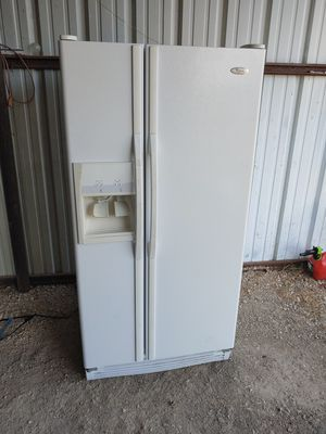 Whirlpool refrigerator for Sale in Justin, TX
