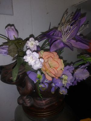 Small Purple Flower Arrangement in Racoon Vase for Sale in Fort Worth, TX