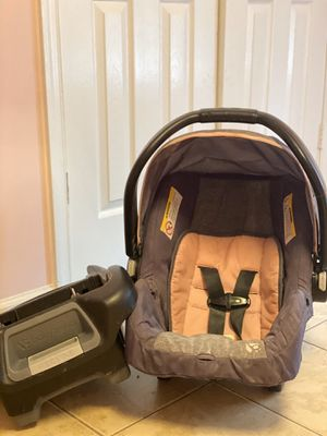 Infant baby trend car seat with base for Sale in Greensboro, NC