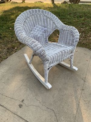 White Wicker Rocking Chair (Child's) for Sale in Selma, CA
