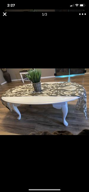 WHITE SHABBY CHIC COFFEE TABLE for Sale in Phoenix, AZ