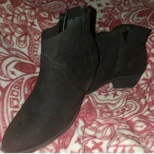 Never worn ankle booties size 7 for Sale in El Dorado, AR