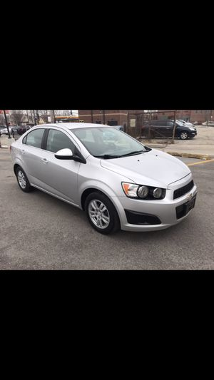 Chevy sonic LT año 2015 for Sale in Chicago, IL