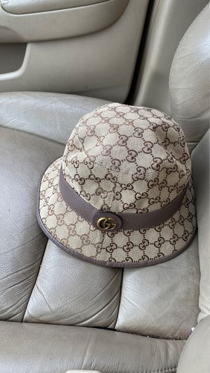 Gucci hat for sale only worn once xl for Sale in Cincinnati, OH
