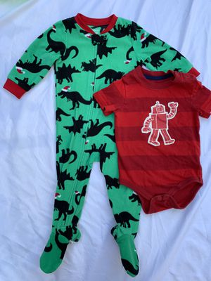 Baby boys 2 piece lot robot 🤖 dinosaur 🦖 sleep n play fleece shirt pajamas size 12 months for Sale in Painesville, OH