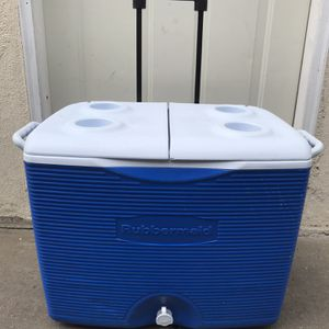 ICE COOLER RUBBERMAID for Sale in Torrance, CA