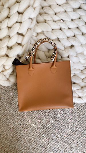 Faux leather Handbag/purse with zipper for Sale in San Diego, CA