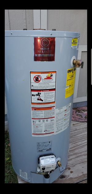 State select gas water heater for Sale in Crosby, TX