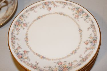 Noritake Ivory China , Gallery 7246 Service For 8 for Sale in Houston,  TX