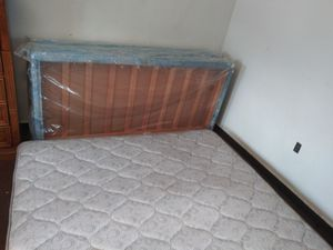 King size bed with box spring for Sale in Spring Hill, FL