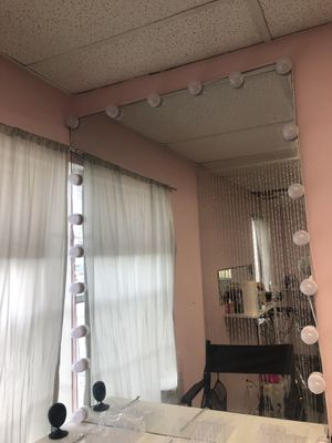 Makeup vanity mirror for Sale in Miami, FL