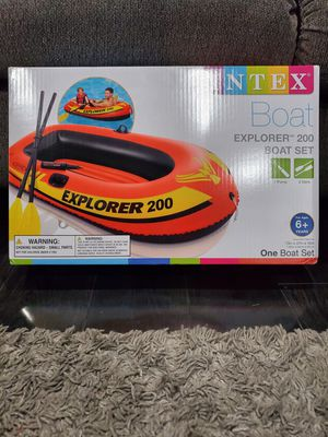 INTEX EXPLORER 200 INFLATABLE 2 Person River BOAT Raft Set W/ 2 Oars & Pump for Sale in Pleasant Grove, UT