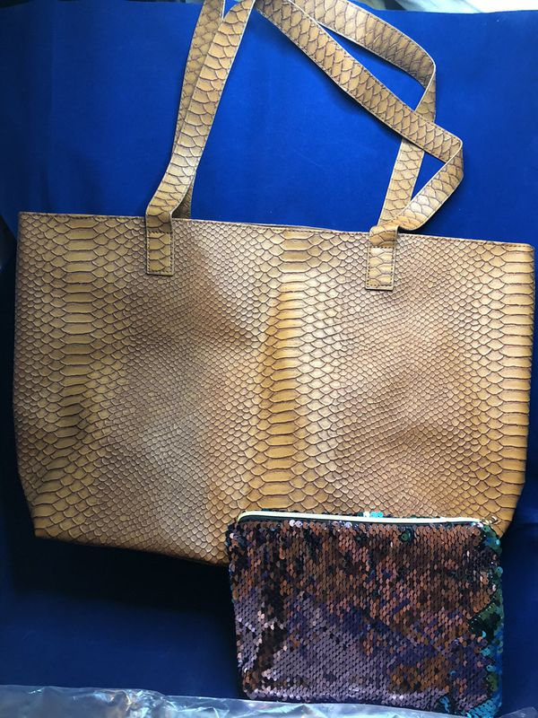 Bloomingdale's tote and pouch bag