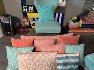 Coral/teal bedroom accessories for twin bed for Sale in Fullerton, CA