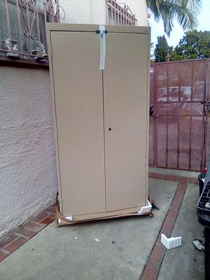 Brand New metal storage cabinet with latch, key, and 5 shelves for Sale in Huntington Park, CA