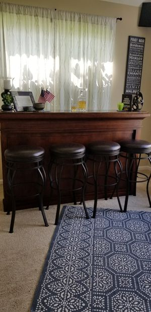 Beautiful home bar with 4 stools for Sale in Fox Lake, IL
