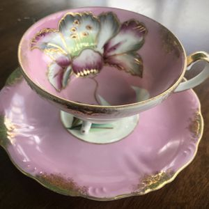 Unique 3-legged Royal Sealy Tea Cup And Saucer Floral Design Gold Leaf for Sale in Gaithersburg, MD