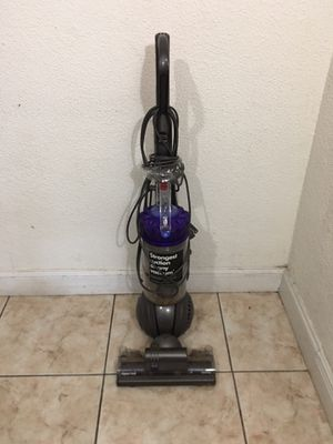 Dyson Ball Animal Bagless Upright Vacuum for Sale in Miami, FL