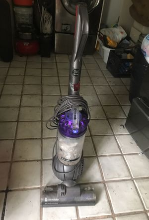 Vacuum dyson for Sale in Miami, FL