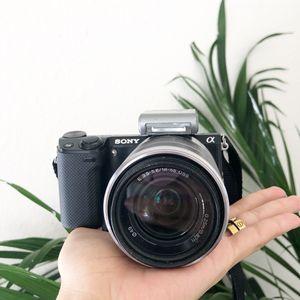 Sony Nex5R (mirrorless camera) for Sale in Houston, TX