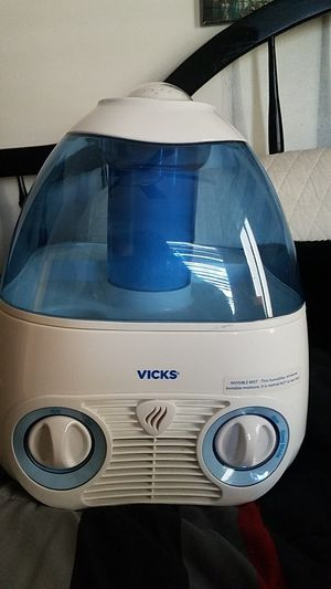 Used, Vicks Dehumidifier Invisible Moisture W/Night Light for Sale for sale  Brooklyn, NY