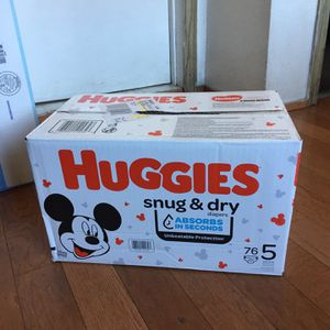 HUGGIES SIZE 5 76 pañales for Sale in Carson, CA