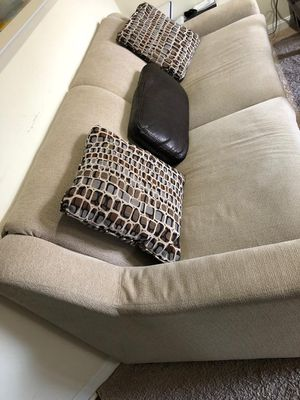 3 seater couch in great condition for Sale in Herndon, VA