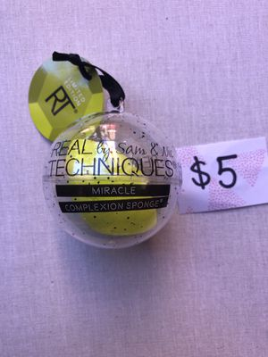 Real techniques beauty blender Limited addition for Sale in Miami Gardens, FL