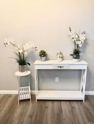 Elegant farmhouse style white entryway console table for Sale in Antioch, CA