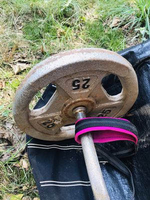 Marcy Super Curl Bar(with two 25lbs plates) for Sale in Queens, NY