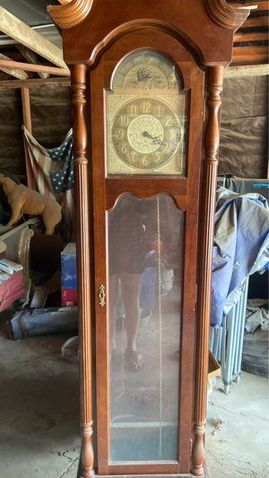 Antique clock as Is!!! Make an offer!! for Sale in Bakersfield, CA