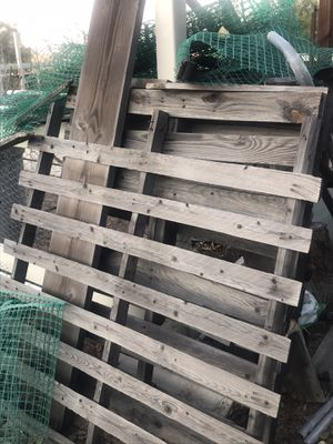 Free 4 Pallets Potting Buckets Piles of Firewood miscellaneous stuff free for Sale in Norco, CA