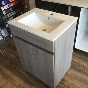 CUSTOM VANITY MADE IN WOOD/ PRICES DEPENDS ON THE SIZE for Sale in Hialeah, FL
