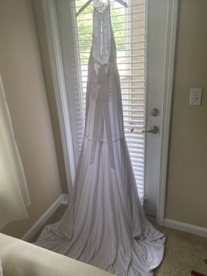 Wedding dress for sale (w/train) for Sale in Laurel, MD