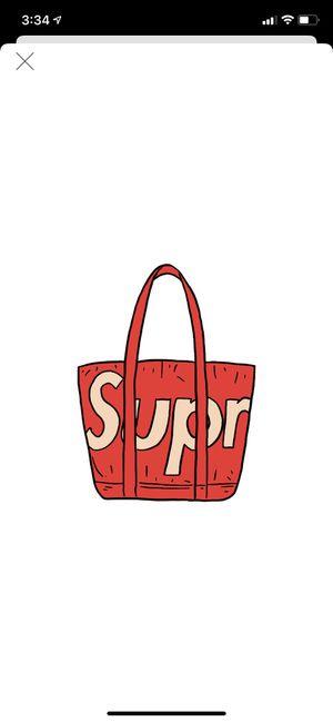 Supreme raffia tote new in the bag for Sale in Phoenix, AZ