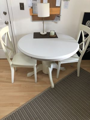 Round Table & 2 Chairs for Sale in Alexandria, VA