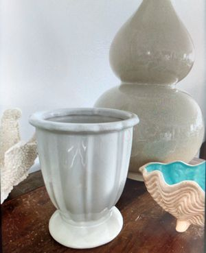 Small Planter Urn / Flower Pot Urn for Sale in Palm Beach Shores, FL
