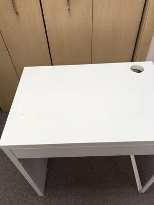 IKEA MICKE white desk for Sale in Bellevue, WA