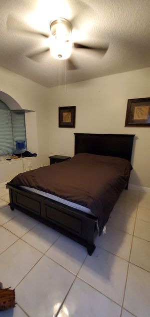 Black queen bed frame with nightstand for Sale in Miami, FL