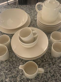 Crate & Barrel dinnerware Set for Sale in Smithton,  IL
