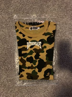 Bape yellow camo tee size Large 100% authentic $130 for Sale in Orlando, FL
