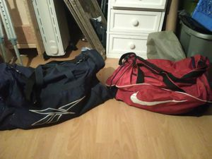 LOT OF 2 DUFFLE BAGS GOOD CONDITION for Sale in Tacoma, WA