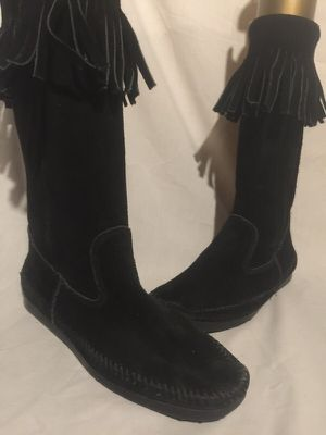 Minnetonka suede fringe boots size 9 for Sale in Dublin, OH