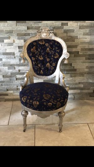 2 beautiful antique chair for Sale in Tampa, FL
