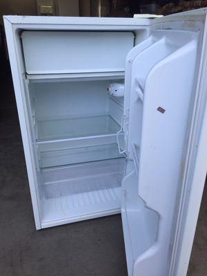 Mini Fridge in White for Sale in Avondale, AZ