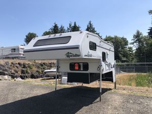 1998 9FT Alpinelite truck camper Electric jacks for Sale in Tacoma, WA