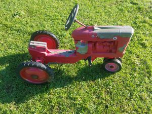 Scale Model Farmall Pedal Tractor for Sale in Coffee City, TX
