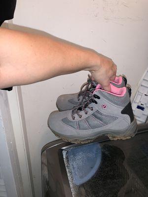 Kids size 5 snow boots for Sale in Hendersonville, TN