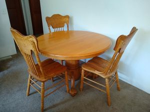 Beautiful Expandable Round Dining Room Table for Sale in Gresham, OR