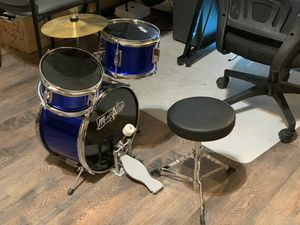 Kids drum set w/ stool in a great condition for Sale in Las Vegas, NV